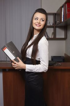 Free Young Business Woman Smiling In An Office Royalty Free Stock Photo - 23185165