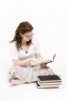 Free Woman Reading Royalty Free Stock Photos - 2325458