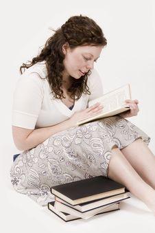 Free Woman Reading Stock Photos - 2325473