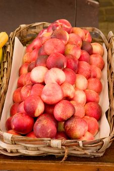 Free A Basket Full Of Fresh Peaches Stock Images - 2326334