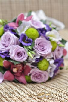 Free Wedding Bouquet And Rings Stock Photography - 23202032
