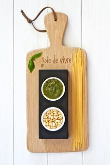 Free Basil Pesto Royalty Free Stock Photography - 23235837