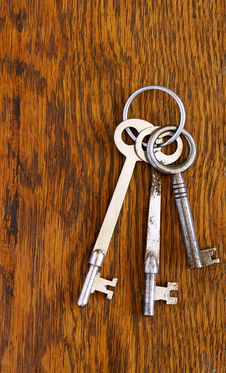 Free Antique Keys On A Ring Royalty Free Stock Images - 23242749
