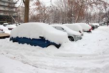 Free Cars Covered In Snow Royalty Free Stock Photos - 23268138
