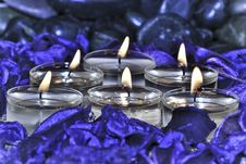 Free Six Candles In Spa Environment Royalty Free Stock Images - 23275059