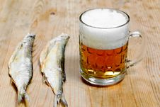 Free Dry Salty Fish And Beer Royalty Free Stock Photos - 23279648