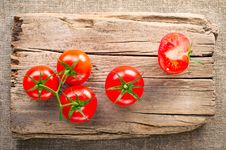 Tomatoes On Wooden Cutting Board Royalty Free Stock Photos