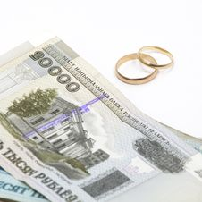 Free Wedding Rings With Banknotes Royalty Free Stock Images - 23283169
