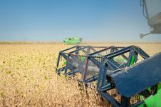 Free Combine Harvesting Soybeans Royalty Free Stock Photos - 23285678