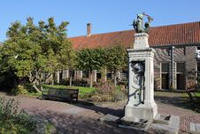 Free Almshouse Leiden With Water Pump Royalty Free Stock Images - 23291389