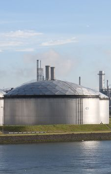 Free Chemical Plant Royalty Free Stock Photos - 23306368