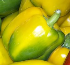 Free Yellow Peppers Royalty Free Stock Image - 23306376