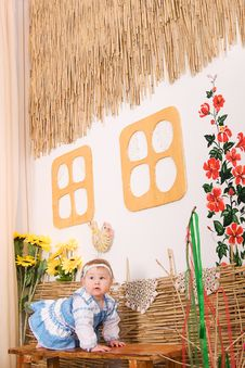 Free Children In Ukrainian National Costume On Bench Royalty Free Stock Photo - 23330705