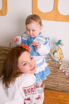 Free Lovely Family In Ukrainian National Costumes Royalty Free Stock Photography - 23330827