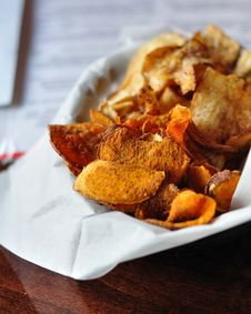 Free Fresh Cut Potato Chips Stock Photos - 23331003