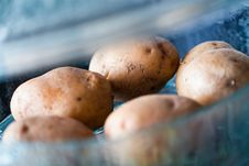 Free Potatoes In Steamer Royalty Free Stock Photo - 23336835