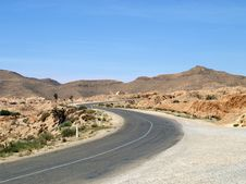 Free Desert Highway In Tunisia Royalty Free Stock Photo - 23347695