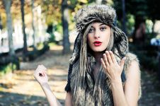Model Of Fashion With The Winter Hat On Royalty Free Stock Images