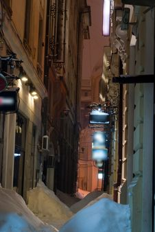 Free Narrow Alley In Winter Royalty Free Stock Photography - 23373857
