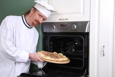 Free Young Chef With Italian Pizza Royalty Free Stock Photos - 23398368
