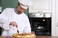 Free Young Chef Prepared Italian Pizza Royalty Free Stock Photos - 23398618
