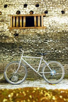 Free Bicycle Against A Wall Royalty Free Stock Photos - 2340828