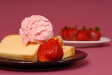 Free A Pound Cake With Strawberries Royalty Free Stock Photo - 2349005