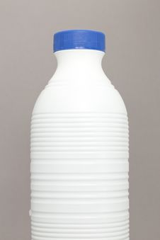 Free Bottle Of Milk Royalty Free Stock Photography - 23440797