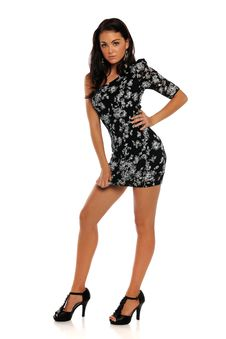 Free Young Brunette Woman Wearing A Dress Royalty Free Stock Photos - 23483668