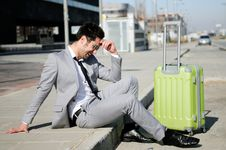 Free Man Dressed In Suit With A Suitcase Royalty Free Stock Images - 23488619
