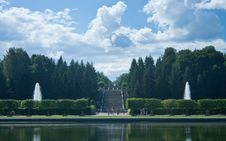 Free Peterhof. Big Marly Pond And Cascade Gold Mountain Stock Images - 23494884