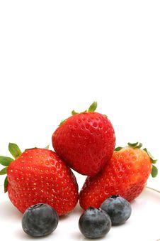 Free Strawberries & Blueberries Ver Royalty Free Stock Image - 2350066