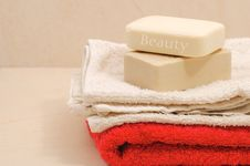 Red And White Towels And Honey Royalty Free Stock Image
