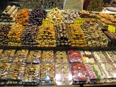Free Dried Fruit And Turkish Sweet Royalty Free Stock Images - 23503539
