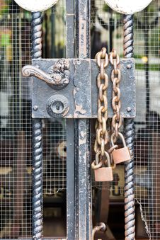 Free Old Door With Padlock On A Chain Royalty Free Stock Photography - 23506007