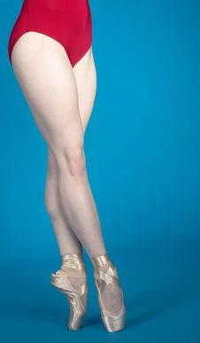 Free Ballerina Legs En Pointe Royalty Free Stock Images - 23535149