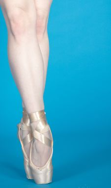 Free Ballerina Legs En Pointe Royalty Free Stock Images - 23535179