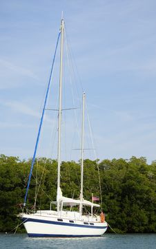 Free White Sailboat Royalty Free Stock Photos - 23536448