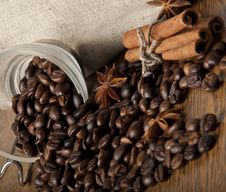 Free Coffee Grains And Spices Royalty Free Stock Photography - 23544967