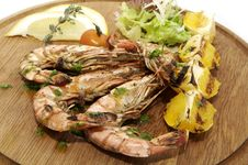 Free A Large Plate Of Shrimp Royalty Free Stock Photography - 23552327