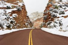 Free Road Through Zion. Royalty Free Stock Photos - 23557268