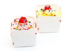 Free Colorful Cupcake Royalty Free Stock Image - 23565766