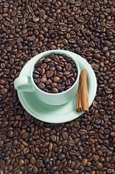 Free A Cup Of Coffee Bean Royalty Free Stock Photo - 23578375