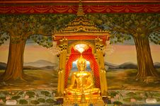 Free Golden Buddha In The Grand Temple Stock Images - 23578794