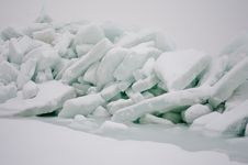 Free Ice Rocks On A Seaside Royalty Free Stock Images - 23585159