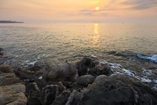 Free Sunrise Over The Sea Royalty Free Stock Photography - 23593047