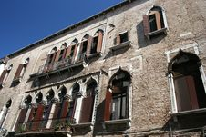 Free Venetian Gothic Windows Royalty Free Stock Images - 2360939