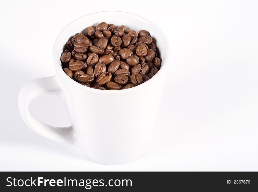 White mug with coffeebeans
