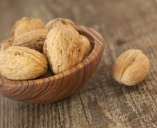 Free Walnuts In The Plate Royalty Free Stock Image - 23608736
