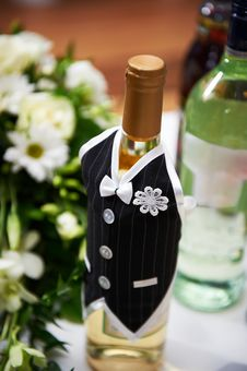 Free Bottle Of Vine In The Costumes Of Groom Stock Photos - 23612423